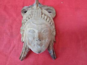 清朝木雕人物像一件,品好如图.。