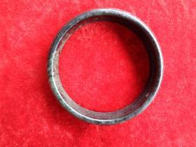 清朝玉器《手镯》直径7cm,厚0.3cm,品好如图。
