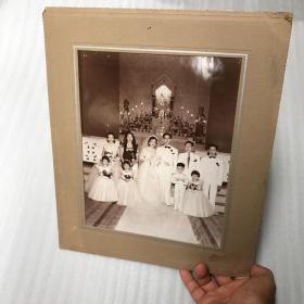 中华民国华人在天主教堂拍摄的结婚婚纱照一大张。伴娘伴郎,挺是唯美20070913