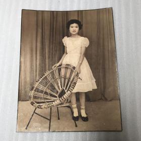 60年代手工上彩戴十字架金项链美女老照片一大张20070923