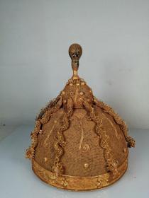 金帽子   规格:     22*21*21厘米,重量:约 249 克,     该款物件造型美观,做工精湛,线条流畅,器型规整,包浆浑厚,端庄大气之作,属收藏之上品。