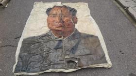 6-70年代  绘巨幅油画   毛泽东主席 两张布拼一起 画面破损 尺寸174*136厘米