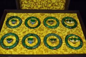 珍藏漆盒装翡翠八件套