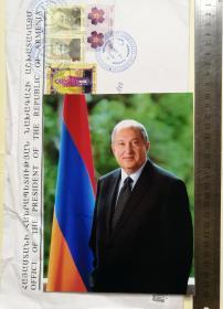 亚美尼亚总统、国家元首(2018-)、前总理、政府首脑(1996-1997)、亚美尼亚历史上任期最长的大使、亚美尼亚驻英国大使(1991-2018)、欧亚众议院国际董事、英国剑桥大学教授、著名物理学家、计算机科学家、阿尔缅·萨尔基相(Armen Sarkissian)、亲笔签名、官方精美大照片1张(非常珍贵、非常罕见)