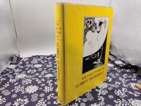 1967年英文善本 爱尔兰杰出插画大师《哈利.克拉克作品集》大16开纸本,布面精装烫银字体工艺,原书衣,310页,纸质绝佳,收录157幅大师黑白插画,哈利·克拉克(1889年3月17日-1931年,出生于都柏林)是二十世纪著名的花窗玻璃艺术家及插画家。克拉克最初从事彩绘玻璃工作,后来才到伦敦寻求插画的工作。他第一份插画工作是替安徒生童话故事绘制插画,