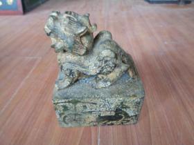 玉器《玉瑞兽印章》年代不祥,高19cm长15cm宽11cm,重10斤,品好如图。