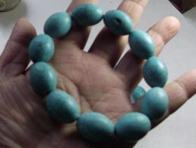 一串松石蓝色园形大珠手串.