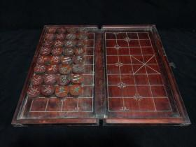 老木雕檀木木雕象棋一套,盒面雕刻象棋诗句,盒子打开有象棋棋盘,以及象棋棋子,打开后尺寸53*49,收起来后尺寸26*49,象棋子直径4.5,厚2。