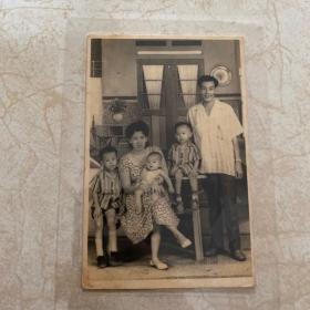 1956年印尼侨领强盛全家福照(赠其兄)