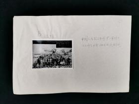 约六七十年代存档 《中国人民抗日红军第三军团团部上部分干部1937年在延安合影》 老照片一张(旁边并有手写注释,照片尺寸:5.8*8cm)HXTX318619