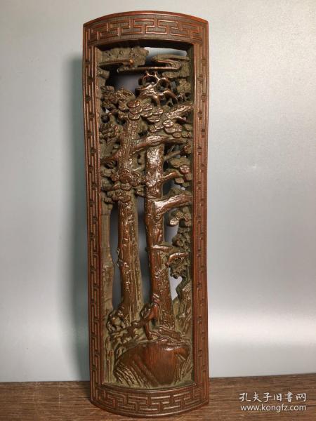 竹雕縷空雕臂擱,長26.5厘米,寬8.8厘米,重110克,