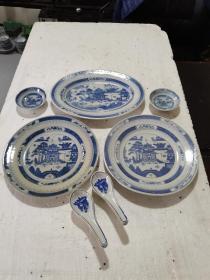 保真1952年,景德镇,人民瓷厂,青花,山水,人物,图案,椭圆盘子一个,大圆盘子2个,小碟2个,青花人物勺子8个,12件合拍
