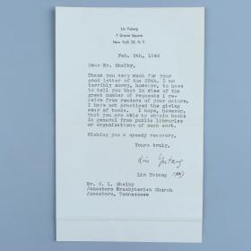 """林语堂信札一通(1945年2月5日写于纽约,写于林语堂自用信纸上,写给一位教会人士。信札内容为林语堂婉拒读者的索书的请求。信中写道""""非常感谢你29号的来信。但是,非常抱歉,不得不告诉你,鉴于我收到来自于你这样的读者的大量的要求,我还没尝试过赠书,但是,我希望您能够以公共图书馆或此类组织的形式获得书籍。"""")HXTX320182"""