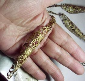 传统戏里用来固发美发的漂亮发饰.
