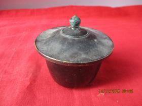 清朝铜器一件,直径7.5cm,高6.5cm,品好如图。