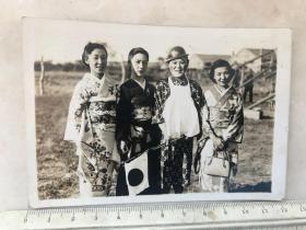 民国抗战时期日本女影星田村邦男等四位女明星慰问日军老照片