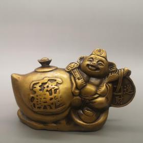 黄铜招财进宝摆件,器型厚重,形制端正;包浆温润,通体光素,色泽雅致,古意盎然,品相极好!