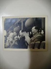 五十年代毛主席,彭真和外国友人一起在天安门城楼上,