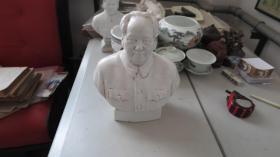 文革期间    毛主席 瓷像一个  有纹一道  尺寸 高26厘米 宽12厘米