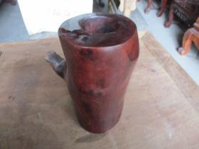 紅木檀壇筆簡一件,長11cm12cm,高21.5cm,重4斤,品好如圖。
