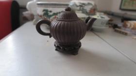 王梅芳  制作 紫砂茶壶一个  尺寸长11高9厘米