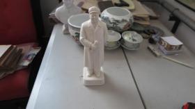 文革期间    毛主席  站立瓷像一个  毛主席万岁  尺寸 高30厘米 宽8厘米