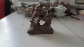 硬实木制作   奇石形状摆件一个      尺寸长11高9厘米