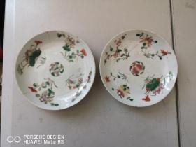约清代或民国   花卉斗彩小盘2个 带有底款 直径17厘米有一个破损