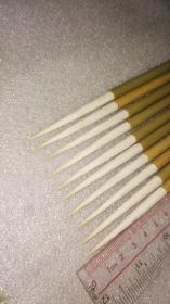老毛笔;黄鬃加健长锋羊毫一组十支。出锋:6.5,口径0.6。无尼龙