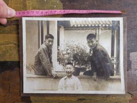 民国时期三个小伙伴合影照片