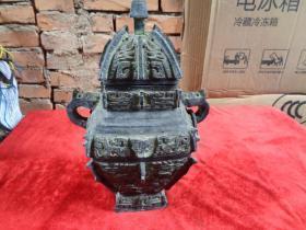 老铜器一件,年代不祥,高33cm,重5斤,品好如图。
