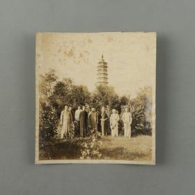 民国早期  佛教人士合影老照片一张(尺寸:17.6*16.4cm)HXTX310194