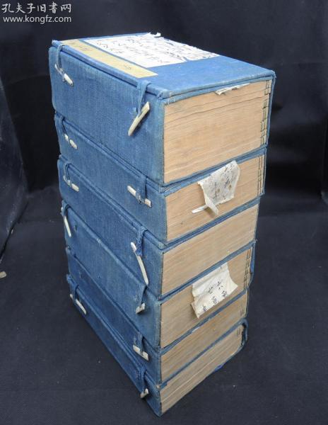 清康熙二十四年秀水清畏堂精刻本【正字通】原装6函40厚册一套全,大16开本,刊刻古雅。品相佳。凡214部。卷首收满汉文字十二字头。为康熙字典成书前收字最全的字书。比康熙字典要早,收录很多康熙字典没有的方言俗语,是研究中国古代民俗文学和汉语汉字的经典古籍,存世稀少,函套古雅,封皮都有毛笔书写简目
