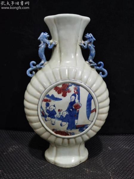 大清康熙年制,手繪青花釉里紅人物瓜棱扁瓶