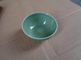 瓷器碗一个,园形,高5.5cm,品好如图。