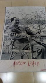 大型棉织挂毯【毛主席坐藤椅】,杭州东方红丝织厂敬制,宽2米2,高1米5,保真