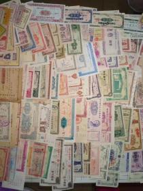 金融票证   存单103张不同, 全部没剪角的,有希少品种,带语录,带抗美援朝标语,4角等,大小面值  小到角,大到10万面值   题材丰富多彩   图案精美  加盖印章  五六十年代左右,   藏家收集多年的   罕见这么多    收藏不错    详细如图所示     编号1