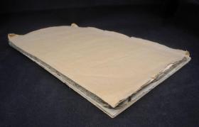 清代或者明代拓本《玄秘塔碑》一巨大册,45厘米长,26厘米宽,。为清劲挺拔、瘦硬通神,在唐晚期以一种新的书体及其劲媚之美引起了人们对柳体的赞赏,它是柳公权书法创作生涯中的一座里程碑,不避讳玄弘,玄字不缺笔。,,