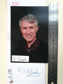1993年诺贝尔生理学或医学奖获得者、世界著名分子生物学家、国际生命科学领域杰出科学家、英国皇家科学院院士、美国人文与科学院院士、诺贝尔奖获得者科学联盟主席、南开大学名誉教授、理查德·罗伯茨爵士(Sir Richard John Roberts)、表彰其发现了断裂的基因、官方亲笔签名、照片1张(珍贵、罕见)
