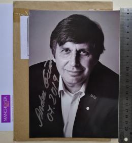 2010年诺贝尔物理学奖获得者、石墨烯之父、世界著名物理学家、国际顶级权威科学家、2000年搞笑诺贝尔奖获得者、世界上唯一一位诺奖双料得主、中国科学院外籍院士、英国曼彻斯特大学教授、纳米科技研究中心主任、2013年科普利奖章得主、安德烈·海姆(Andre Geim)、2010年与他的学生康斯坦丁·诺沃肖洛夫一起获奖、官方亲笔签名、大照片卡片1张(珍贵、罕见)